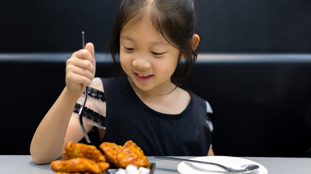 Riset: Banyak Makan Daging Bisa Menimbulkan Gangguan Pernapasan pada Anak (580)