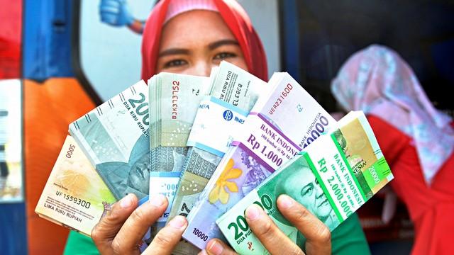 Airlangga Minta Masyarakat yang Punya Tabungan di Atas Rp 100 Juta Belanja (44562)
