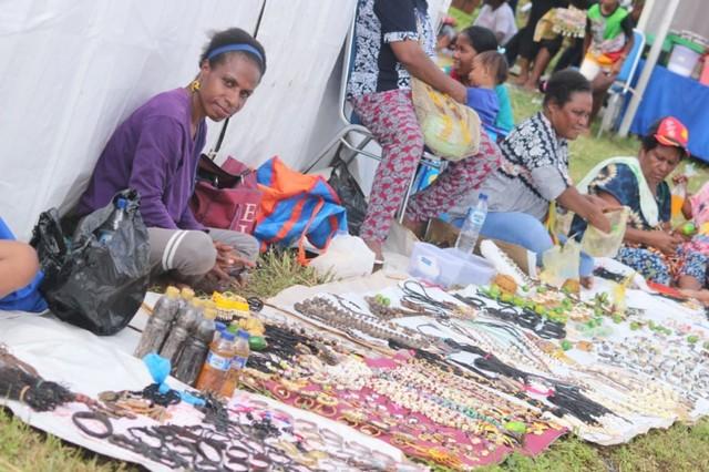 com-Tradisi trading pit antara masyarakat Papua dan Papua Nugini