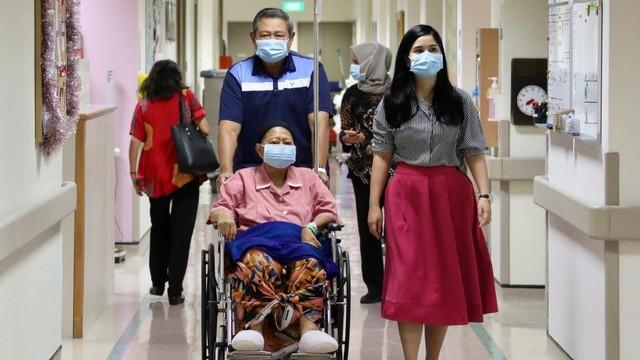 Hinca: SBY Sedang Fokus Menulis Buku dan Lagu untuk Ibu Ani (59992)