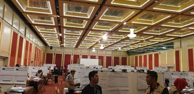 Proses penghitungan pemungutan suara ulang (PSU) via pos di PPLN Kuala Lumpu