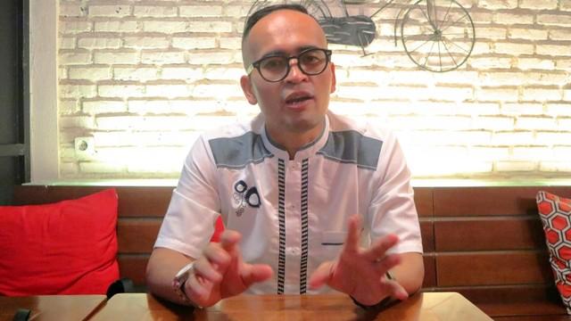 Konten Spesial, Tradisi Oleh-oleh, Sejarawan dan founder Komunitas Historia Indonesia, Asep Kambali