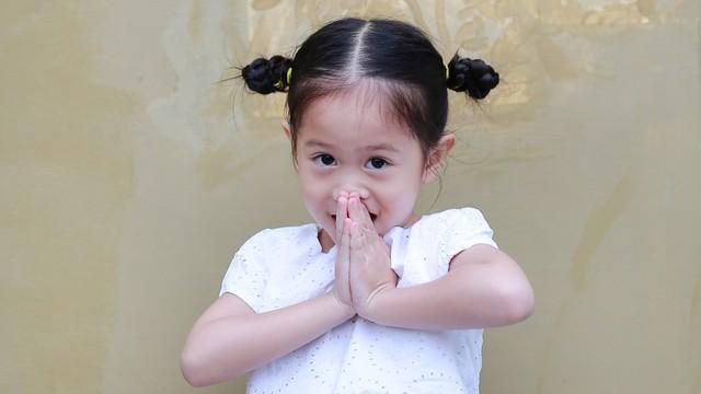 Ilustrasi anak yang beragama Buddha