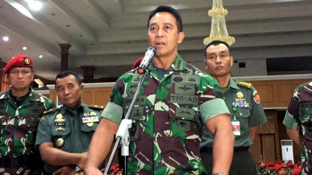 Kepala Staf Angkatan Darat, Jenderal TNI Andika Perkasa saat konferensi pers di Balai Komando Kopassus, Cijantung, Jakarta Timur.