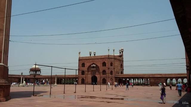 Pesona Jama Masjid Delhi, Warisan Arsitektur India Abad ke-17  (24100)