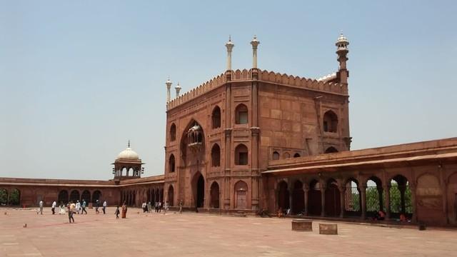 Pesona Jama Masjid Delhi, Warisan Arsitektur India Abad ke-17  (24101)