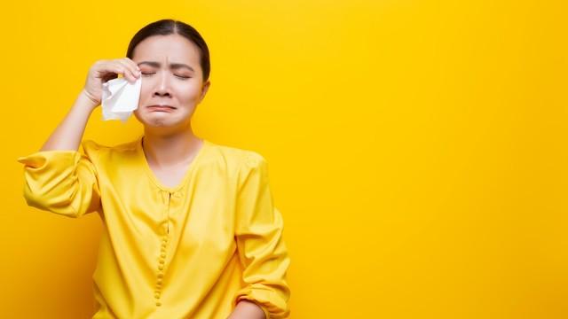 wanita menangis