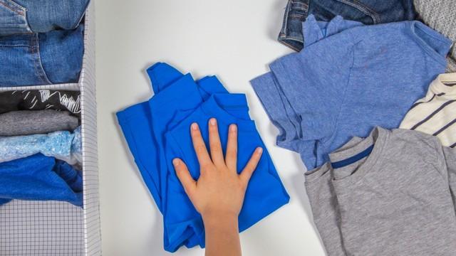 memilih baju