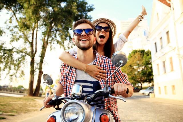 Traveling dengan pasangan dengan menggunakan motor
