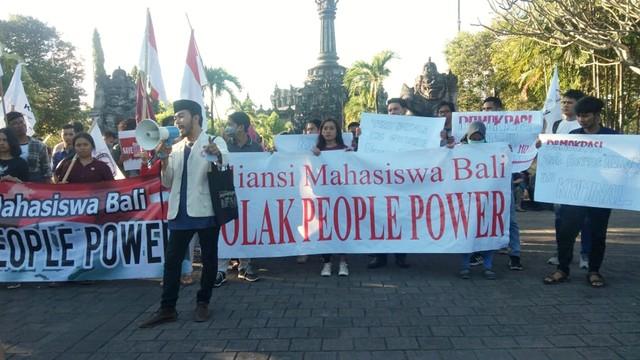 Sejumlah Mahasiswa di Bali Gelar Aksi Tolak People Power  (61765)