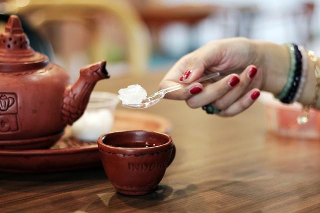 Ilustrasi teh gula batu