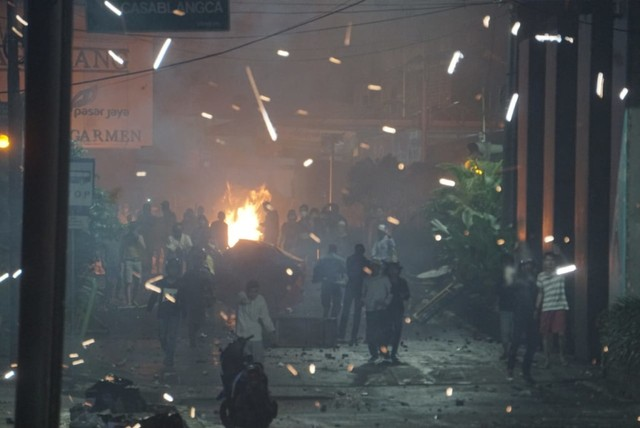 Polisi Pukul Mundur Perusuh di Tanah Abang (545107)