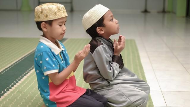 Parenting Islami: Adakah Doa Agar Anak Rajin Salat? (8109)