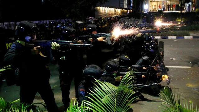 Mabes Polri: Perusuh yang Serang Polisi Massa Settingan (270312)