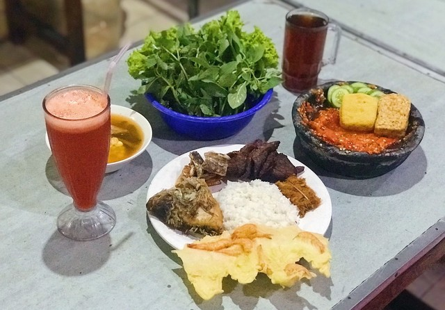 3 Hal yang Bikin Kamu Pengin Mampir Makan ke RM Ampera 2 Tak di Cikini (160695)