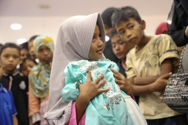 Darwati Berbagi bersama Anak Yatim dan Anak Pemulung belanja baju baru hari raya  (5).JPG