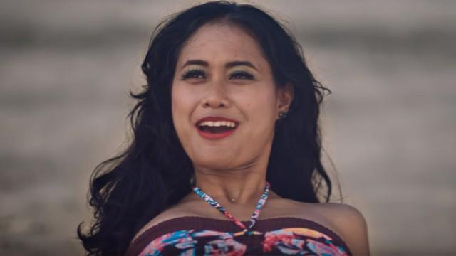 Putri Ayudya di Film 'Kenapa Harus Bule?'