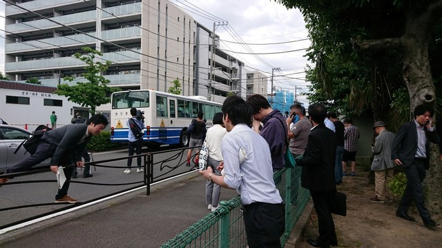 Petugas melakukan identifikasi, lokasi penikaman di Kawasaki, Jepang