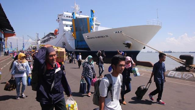 Mudik Kapal Laut, Pelabuhan Tanjung Perak, Surabaya