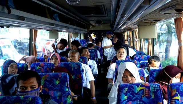 Posisi Duduk Bus di Atas Ban Bikin Cepat Mual, Benarkah? (202210)