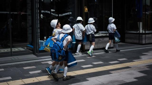 Ilustrasi anak sekolah di Jepang