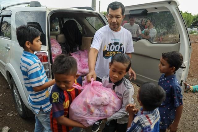Makanan Dibalas Senyuman: Berbagi dengan Anak-anak Pemulung di Aceh (111736)