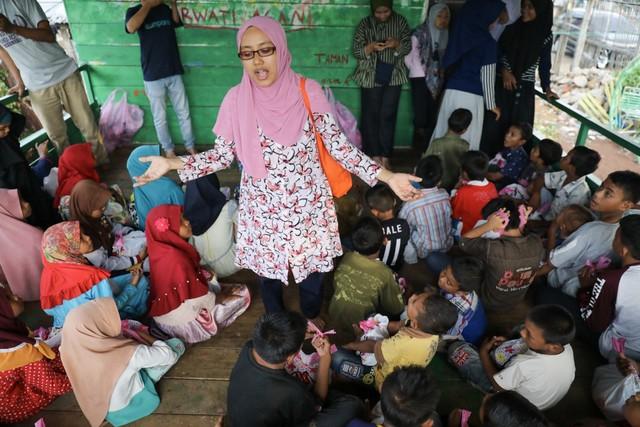 Makanan Dibalas Senyuman: Berbagi dengan Anak-anak Pemulung di Aceh (111738)
