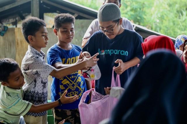 Makanan Dibalas Senyuman: Berbagi dengan Anak-anak Pemulung di Aceh (111743)
