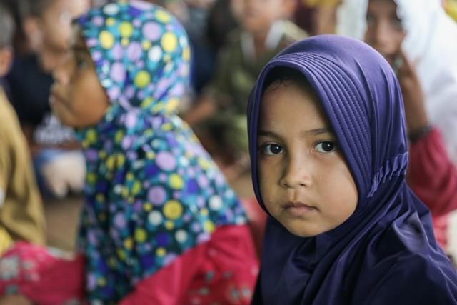 Makanan Dibalas Senyuman: Berbagi dengan Anak-anak Pemulung di Aceh (111742)