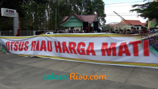 Aceh Minta Referendum, Riau Tuntut Otonomi Khusus ke Presiden Jokowi  (71988)