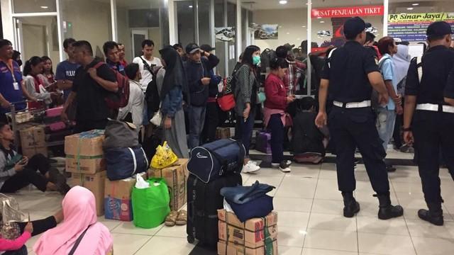 Organda Batasi Jumlah Bus yang Beroperasi di Pulogebang Selama Larangan Mudik (36608)
