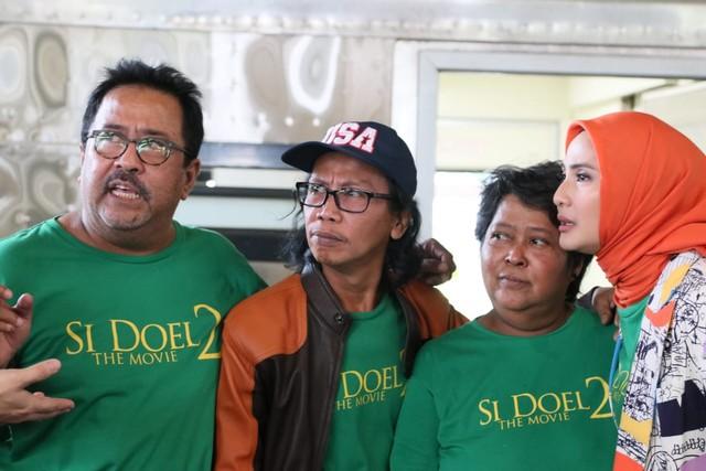 Foto: Cast 'Si Doel' Pantau Arus Mudik di Gambir dan Kampung Rambutan (18114)