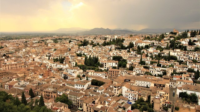 Pemandangan Kota Gradana dari atas ketinggian