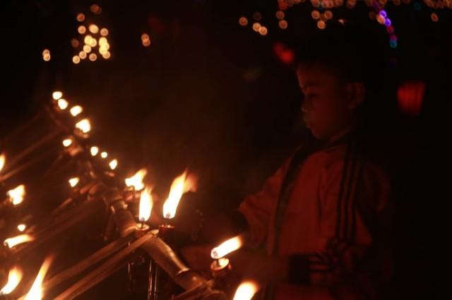 Melihat Tradisi Malam Pasang Lampu di Gorontalo (134211)