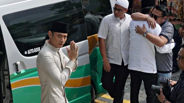 Ani Yudhoyono, Agus Harimurti tiba di Masjid Istiqamah, KBRI Singapura
