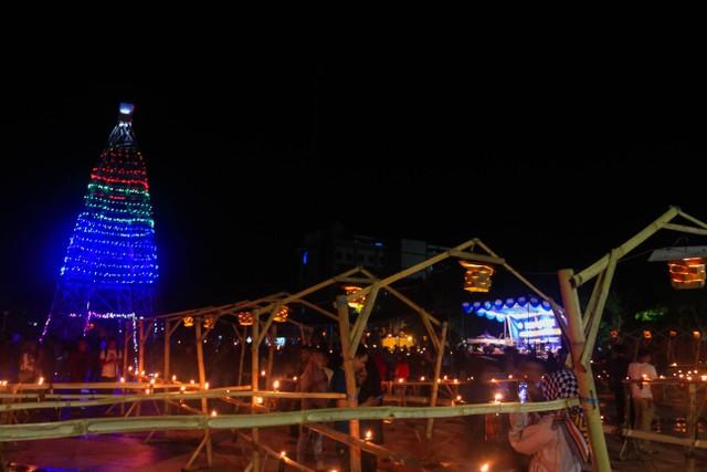 Merawat Tradisi Tumbilotohe lewat Miniatur Menara Pakaya Limboto (400976)