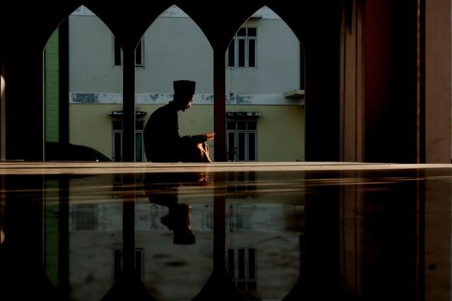 Ilustrasi Mengaji di Masjid