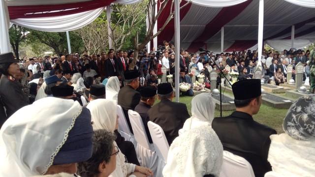 Suasana pemakaman Ani Yudhoyono di Taman Makam Pahlawan Kalibata, Jakarta Selatan