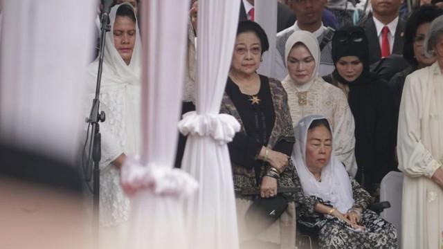 Hasto Kristiyanto: Mau Gabung Koalisi Jokowi Harus Kerja Keras (170118)