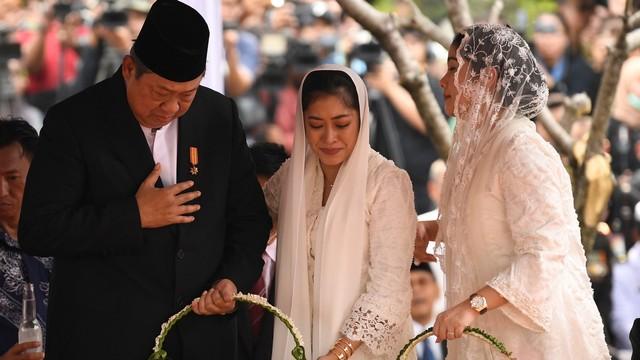 Annisa Pohan: Pak SBY Tidur di Lantai   Dampingi Bu Ani di ICU  (60233)