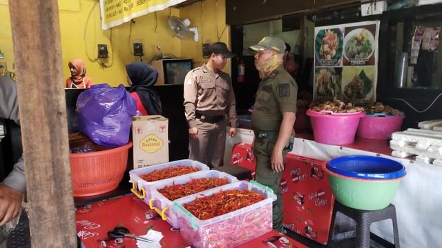 10 Pemilik Warung di Banjarmasin Didenda karena Buka saat Siang Hari (680444)