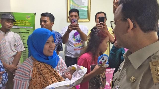 Anies Baswedan berkunjung ke Puskesmas Kecamatan Kalideras.