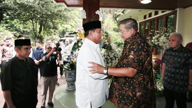 Bubar Jalan Barisan Partai Pendukung Prabowo (151027)