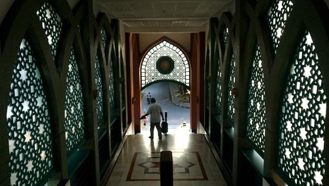 Masjid Raya Baitussalam di Pondok Kelapa, syuting sinetron Lorong Waktu