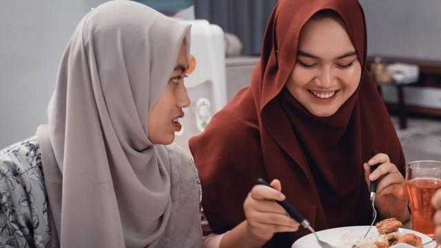 Biar Enggak Kalap, Yuk Ketahui Tips Mengatur Pola Makan Saat Lebaran (6384)