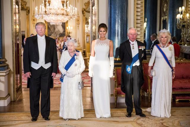 Penuh Skandal & Sempat Tak Direstui, Ini Kisah Cinta Pangeran Charles & Camilla (8664)