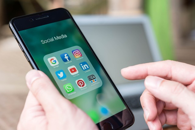 com-Aplikasi media sosial.