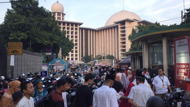 Jemaah Mulai Padati Masjid Istiqlal untuk Salat Id (117977)