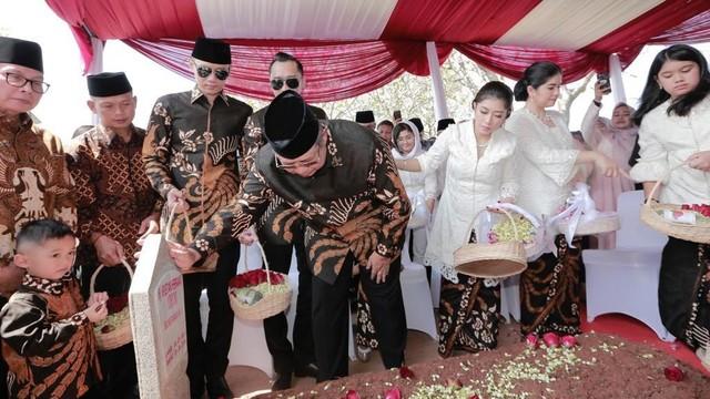 Susilo Bambang Yudhoyono, SBY, ziarah ke makam Ani Yudhoyono