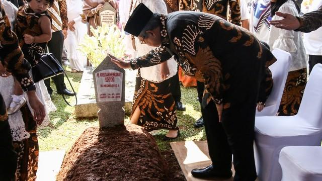 Hinca: SBY Sedang Fokus Menulis Buku dan Lagu untuk Ibu Ani (59991)